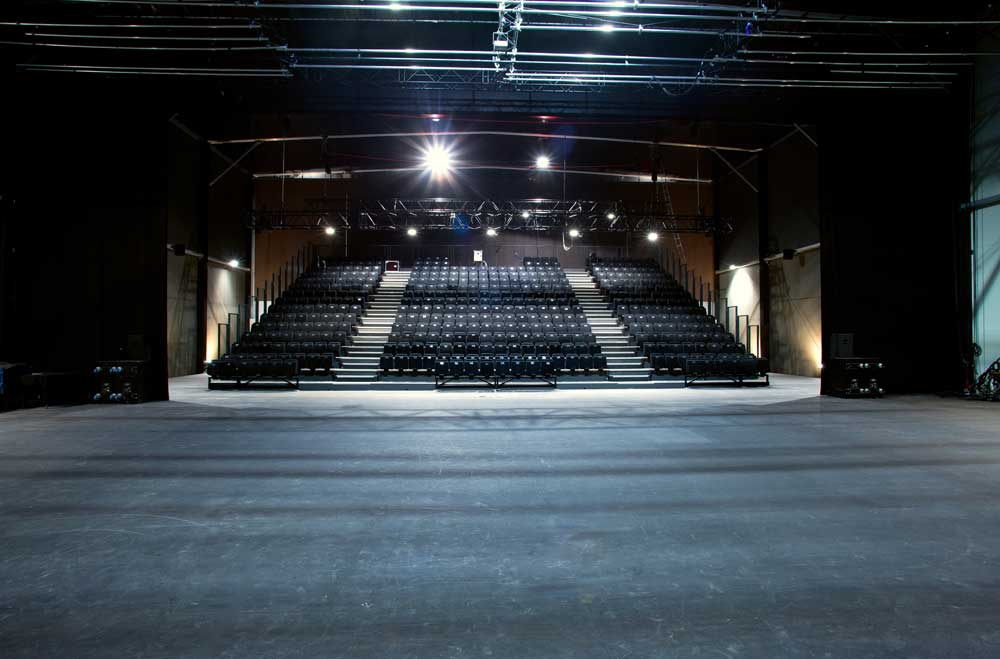 plateau de la salle de spectacle de théâtre